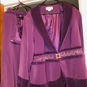 Dresses & Skirts - 2 piece Woman Suit
